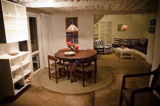 Warandale Cottages: Dining area/living room, Salama cottage