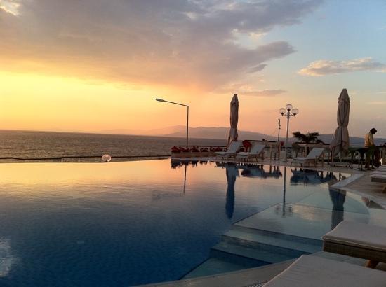 Lavista Boutique Hotel: sunset view