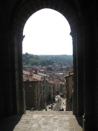 Ibis Le Puy-en-Velay Centre : Het oude centrum vanaf de kathedraal