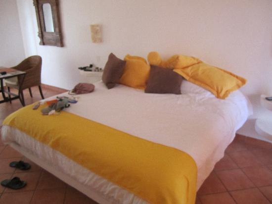 Positano Hotel: Our room - it's big.