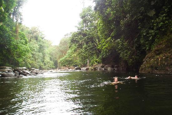 Guapiles, Kostaryka: Swimming inthe Rio Blanco