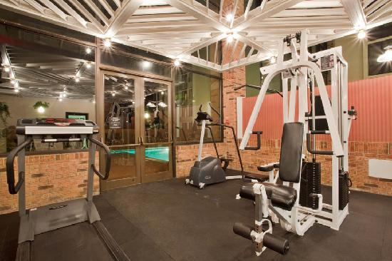 Holiday Inn Roanoke Valley View: 24 hour fitness center.. Priority Club guests also recieve passes to Gold's Gym