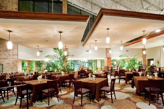 Holiday Inn Roanoke Valley View: Passports Restaurant and Lounge open daily for your dining pleasure!