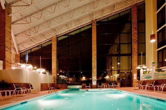 Holiday Inn Roanoke Valley View: Take a dip in our indoor heated pool!