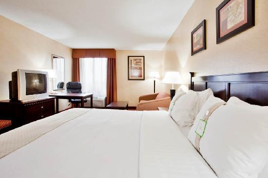 Holiday Inn Roanoke Valley View: All of our spacious rooms have microwaves and refrigerators