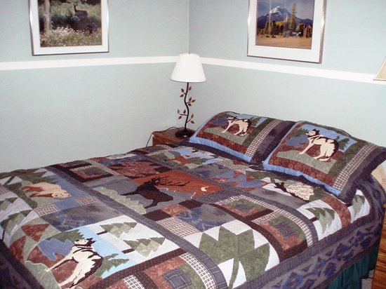 Mt Adams Lodge at the Flying L Ranch: Bedroom