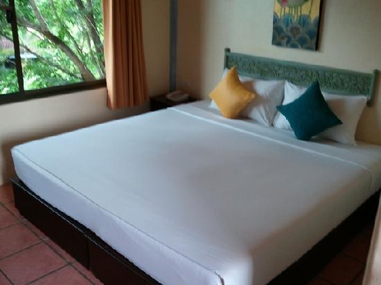 Ao Chalong Villa & Spa: Bed