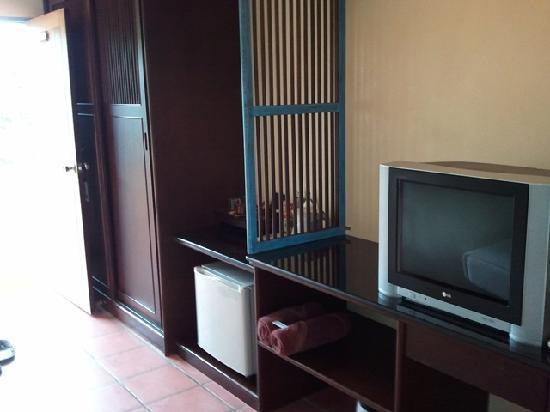 Ao Chalong Villa & Spa: TV