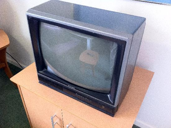 DuPont Suites: The 1980's just called and wanted their TV back.
