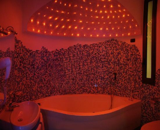Albergo Pompei Valley: bagno con jacuzzi junior suite