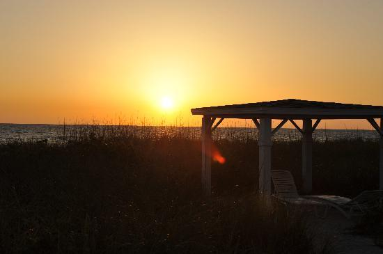 A Beach Retreat : A Beautiful Beach Retreat Sunset
