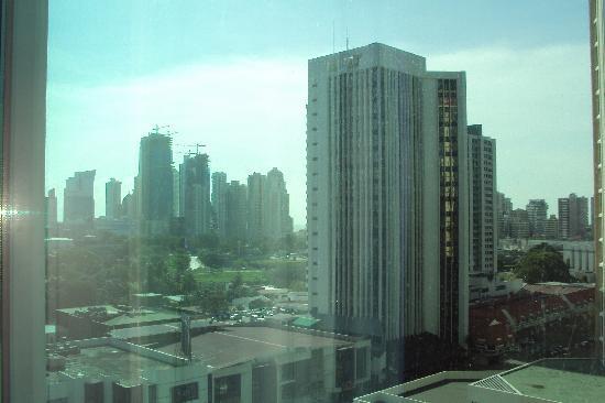 Hotel Riu Plaza Panama: Vista de la habitación