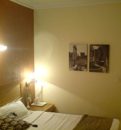 Corus Hotel: bedroom