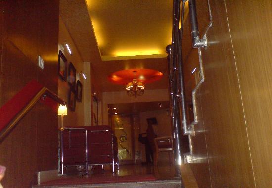 Corus Hotel: corridor
