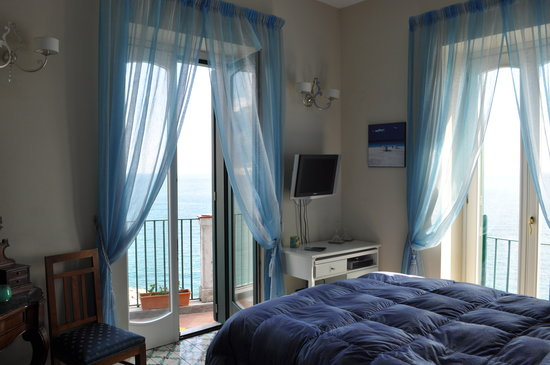 La Scogliera: Our room-La Rondine