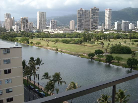 Waikiki Sand Villa Hotel: 12階(最上階)の部屋からのアラワイ運河