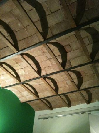 Barcelona Rooms: feature ceiling in the dining area