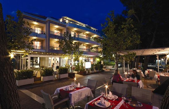 The Maritimo Hotel : By night