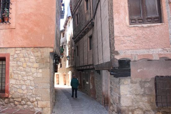 Hotel La Casa del Tio Americano: One of the narrow streets