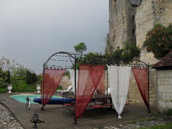 Auberge de Crissay : La piscine et sa terrasse