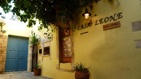 Casa Leone Boutique Hotel: Finding the entrance