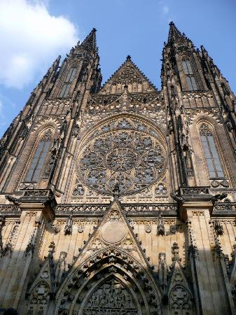 St. Vitus Cathedral: Fassade mit Rossette