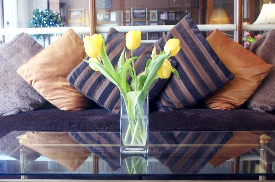 Adelaide House Hotel: relaxing lounge
