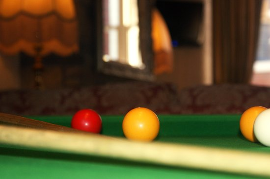 Adelaide House Hotel: pool table and playstation 2 with games