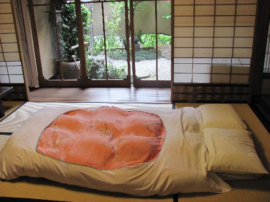 Shiraume: Umemi room with futon out