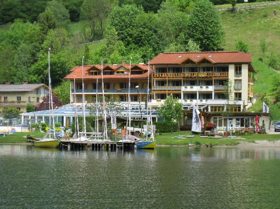 Hotel Brennseehof: View from the lake