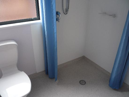 Heritage Highway Motel: bathroom