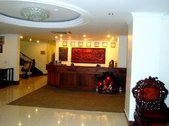 Cardamom Hotel : Réception (et lobby)