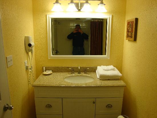 BlueWater Resort: Very nice updated bath