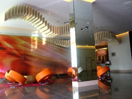 ไอบิส มอลล์ ออฟ เดอะ เอมิเรตส์: Hotel Lobby 1