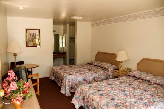 Glennville, CA: double queen room