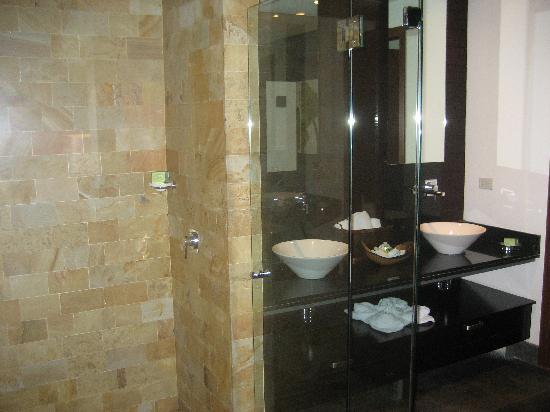 The Preserve at Los Altos: Large Bath/Separate Toilet