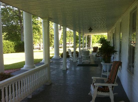 Winston Place: An Antebellum Mansion: Incredible veranda!