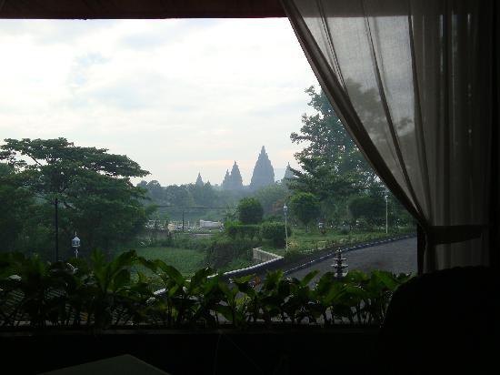 Poeri Devata Resort Hotel: レストランから