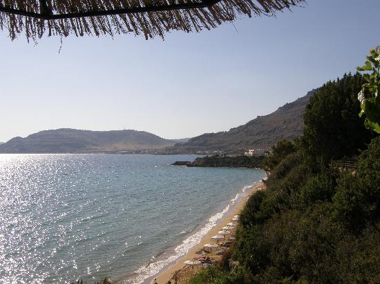 ‪ماتينا بيفكوس أبارت هوتل: Veiw from Taverna Pefkos Beach‬
