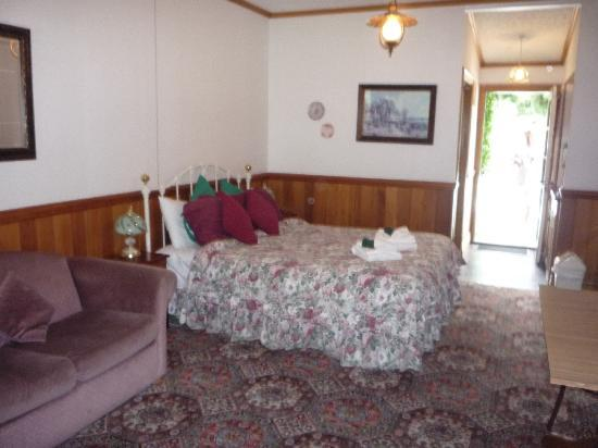 Settlers Cottage Motel: Bedroom area