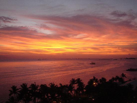 Sofitel Philippine Plaza Manila: Blazing Manila Bay Sunset