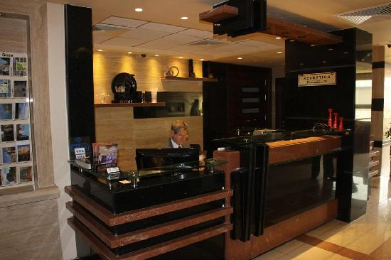 Noria Hotel: Modern reception area with really nice staff