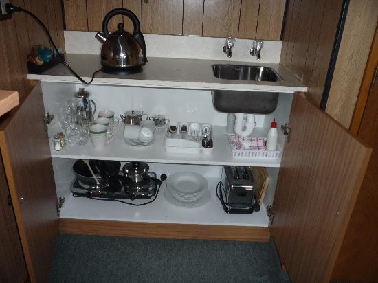 Heritage Court Motor Lodge: Well equipped kitchen