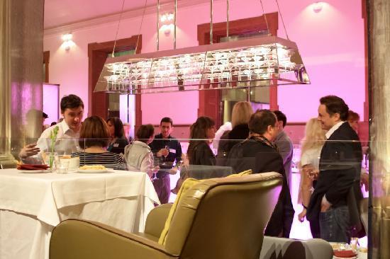 Inn Ox Lounge: The bar