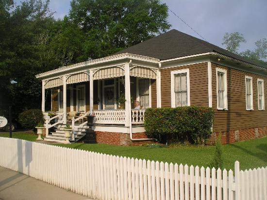Devereaux Shields House: Aunt Clara's Cottage
