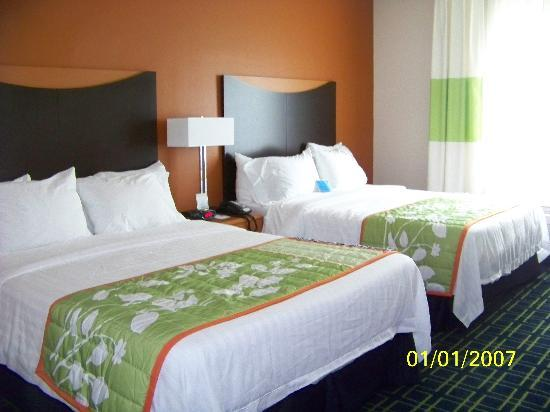 Fairfield Inn & Suites Palm Coast I-95: 2-queen beds; room 423