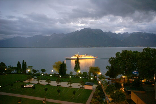 Fairmont Le Montreux Palace: view from the balcony