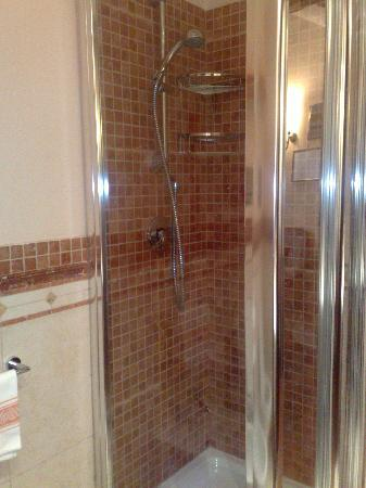Michelangelo Hotel: shower