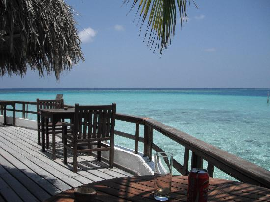 Makunudu Island: Outside the bar