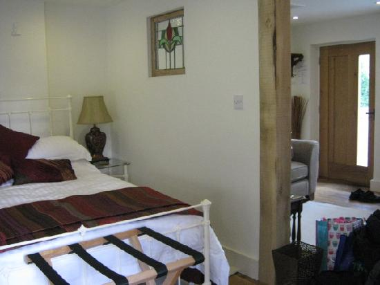 Canterbury Cottages: studio lay out